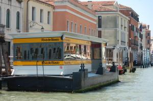 Floating vaporetti stop