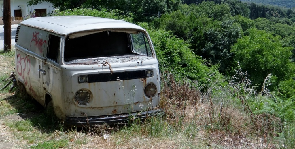 So many old VWs here in fields and by the roadside, the flatbed truck has taken over their role - poor things.