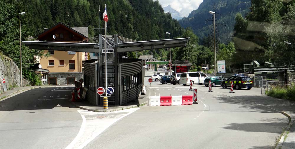 A manned border, hope they don't want to see Dave's V5!