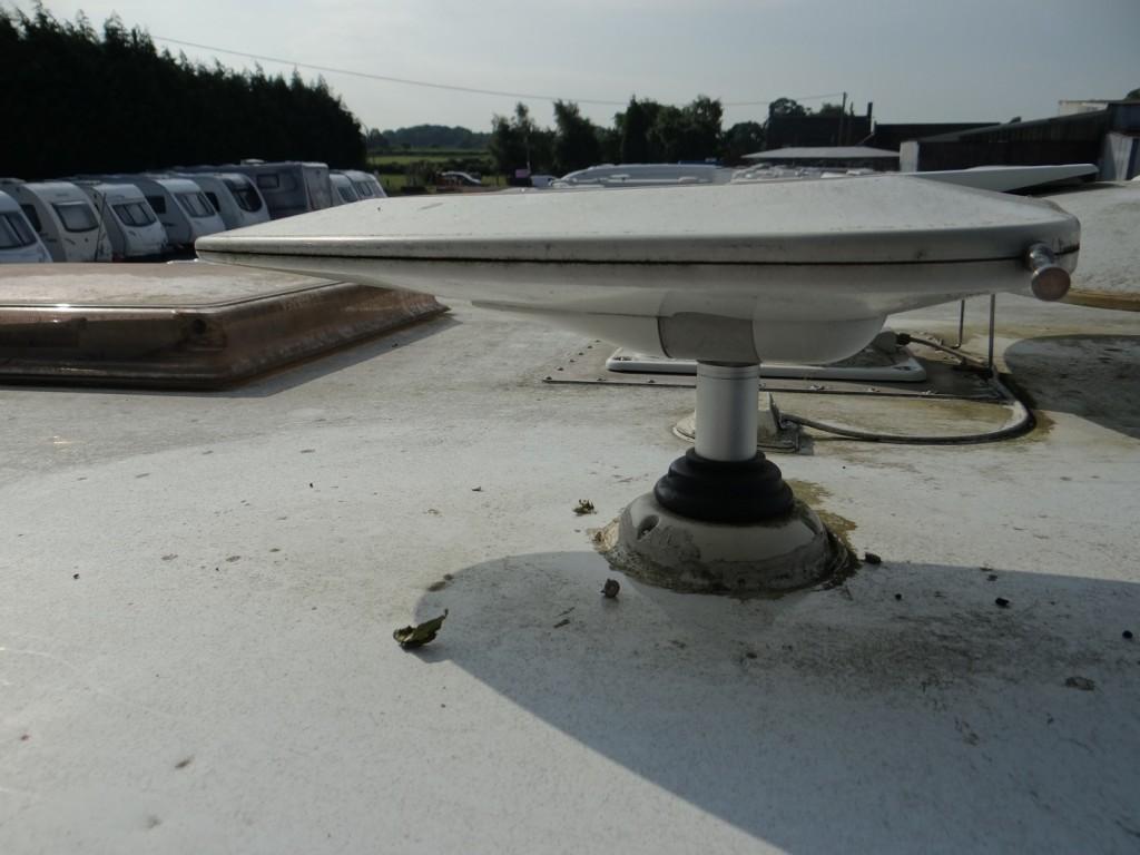 Status TV antenna motorhome roof